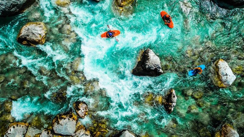 Kayak dans les rapides